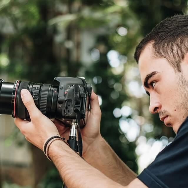 Estudante de fotografia do Instituto Ramacrisna